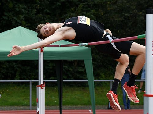 U23-Athlet Tim Kolbe holt bei den hessischen Meisterschaften der Männer gleich drei Titel - 100 Meter, 200 Meter und die 4x100 Meter gehen an den Aufsteiger aus Friedrichsdorf